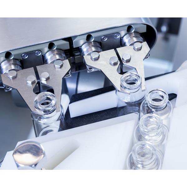 Líneas completas de lavado, despirogenación y llenado de viales a granel: Máquinas robotizadas de llenado aséptico Steriline 460-RVFCM50 distribuidas por Netsteril