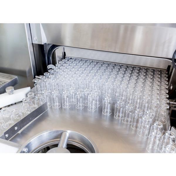 Líneas completas de lavado, despirogenación y llenado de viales a granel: Máquinas robotizadas de llenado aséptico Steriline 466-RVFCM50 distribuidas por Netsteril