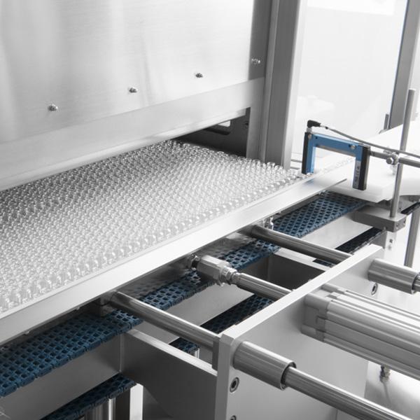 Líneas completas de lavado, despirogenación y llenado de viales a granel: Túneles de despirogenación por calor seco Steriline 385-VIAL-PUSHER distribuidos por Netsteril