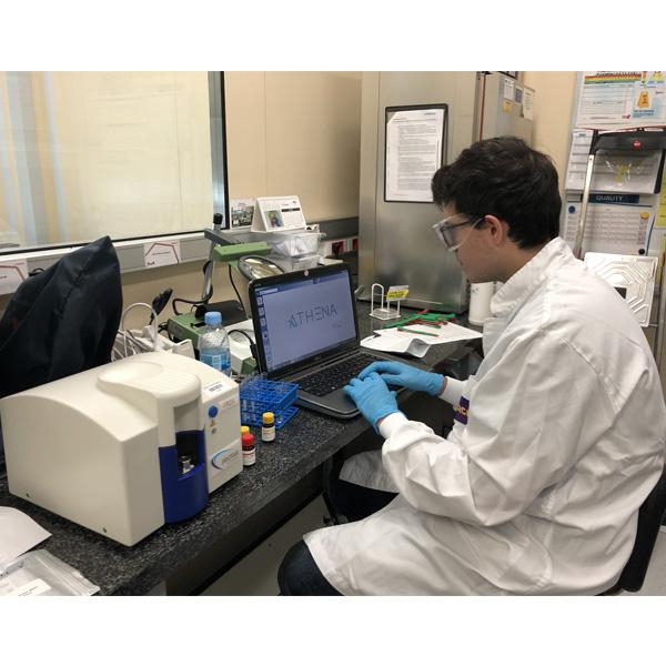 Netsteril proporcionamos servicios de descontaminación con VH2O2 para la industria farmacéutica y las ciencias de la vida, como la aplicación en cabinas de bioseguridad