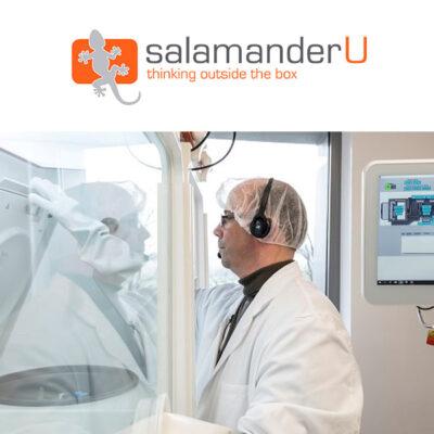 Logotip de SalamanderU al costat de la imatge representativa d'una de les seves solucions per a la industrialització de processos clínics i teràpies avançades