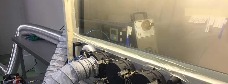 Imagen de un generador de VH2O2 portátil para ilustrar los servicios de desinfección por vía aérea con peróxido de hidrógeno vaporizado